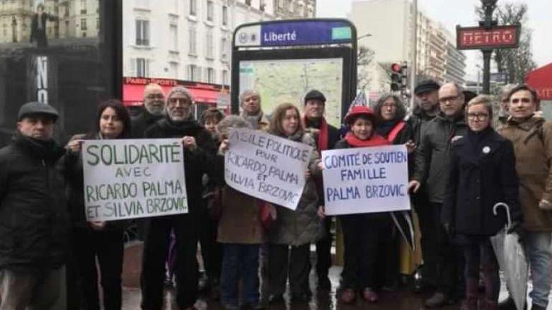 Chilenos en Francia se manifiestan para pedir asilo político de Ricardo Palma Salmanca y Silvia Brzovic